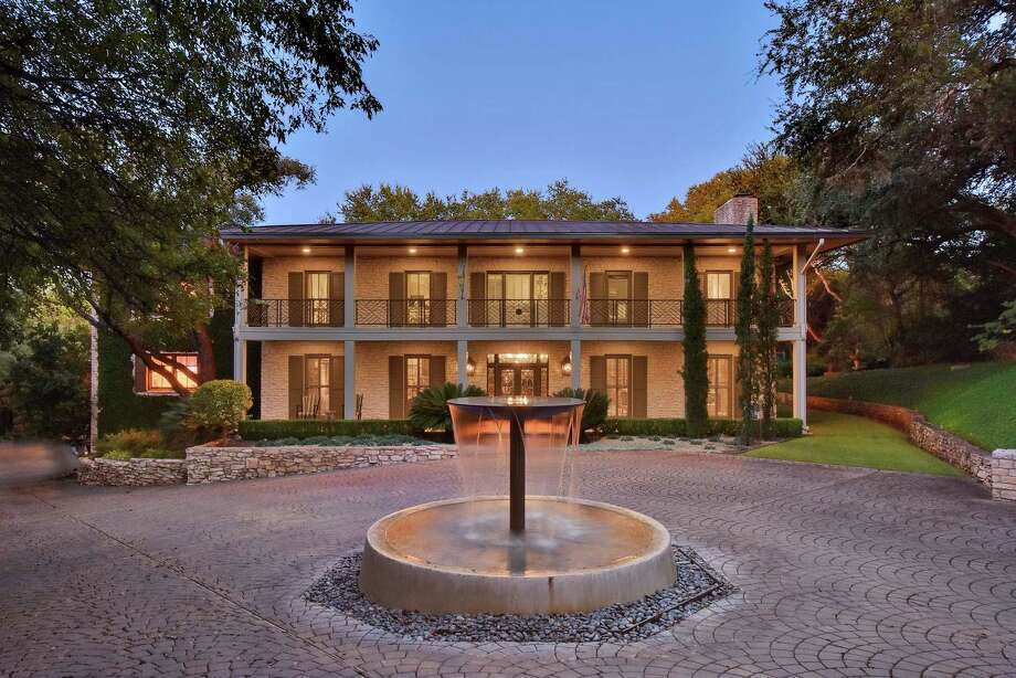 Golfer Ben Crenshaw has placed this gorgeous home on the market in Austin for $5.7 million. It has six bedrooms and five full bathrooms. Photo: Roxan Coffman Properties, Courtesy