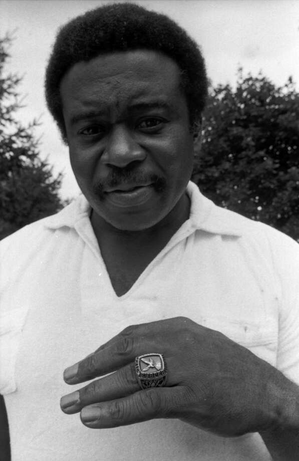 FILE - This July 22, 1981,  file photo shows Philadelphia Eagles guard Woody Peoples displaying his Super Bowl ring on the first day of training camp, in West Chester, Pa. Peoples, a former Pro Bowl offensive lineman who played for the San Francisco 49ers and Philadelphia Eagles from 1968-80, died on Tuesday, Oct. 12, 2010,  in his hometown of Birmingham, Ala. He was 67. Photo: FALK, AP / AP