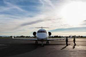 Jet-setters swooping into Bay Area for Super Bowl 50 - Photo