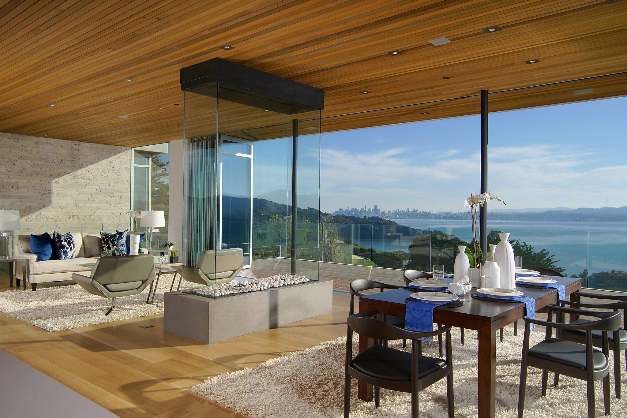 Retractable Glass Walls Create Exemplary Indoor Outdoor