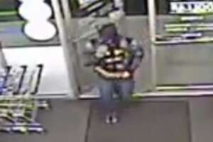 Man dressed as Batman robs two dollar stores - Photo
