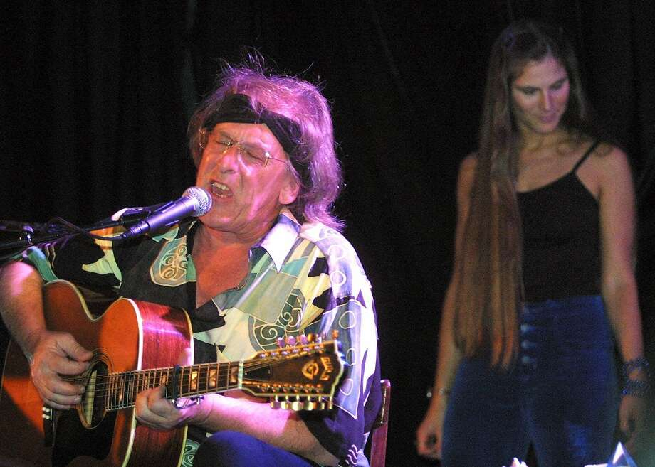 Paul Kantner, with Diana Mangano in New York, 2001. FILE- This June 20, 2001 file photo shows Jefferson Starships' Paul Kantner, left, performing in front of Diana Mangano during the 'Freedom Sings' benefit concert in New York. Kantner, an original member of the seminal 1960s rock band Jefferson Airplane and the eventual leader of successor group Jefferson Starship, has died at age 74. He died at a San Francisco hospital on Thursday, Jan. 28, 2016 after falling ill earlier in the week, former girlfriend and publicist Cynthia Bowman told The Associated Press. (AP Photo/Shawn Baldwin, File) Photo: Shawn Baldwin, Associated Press