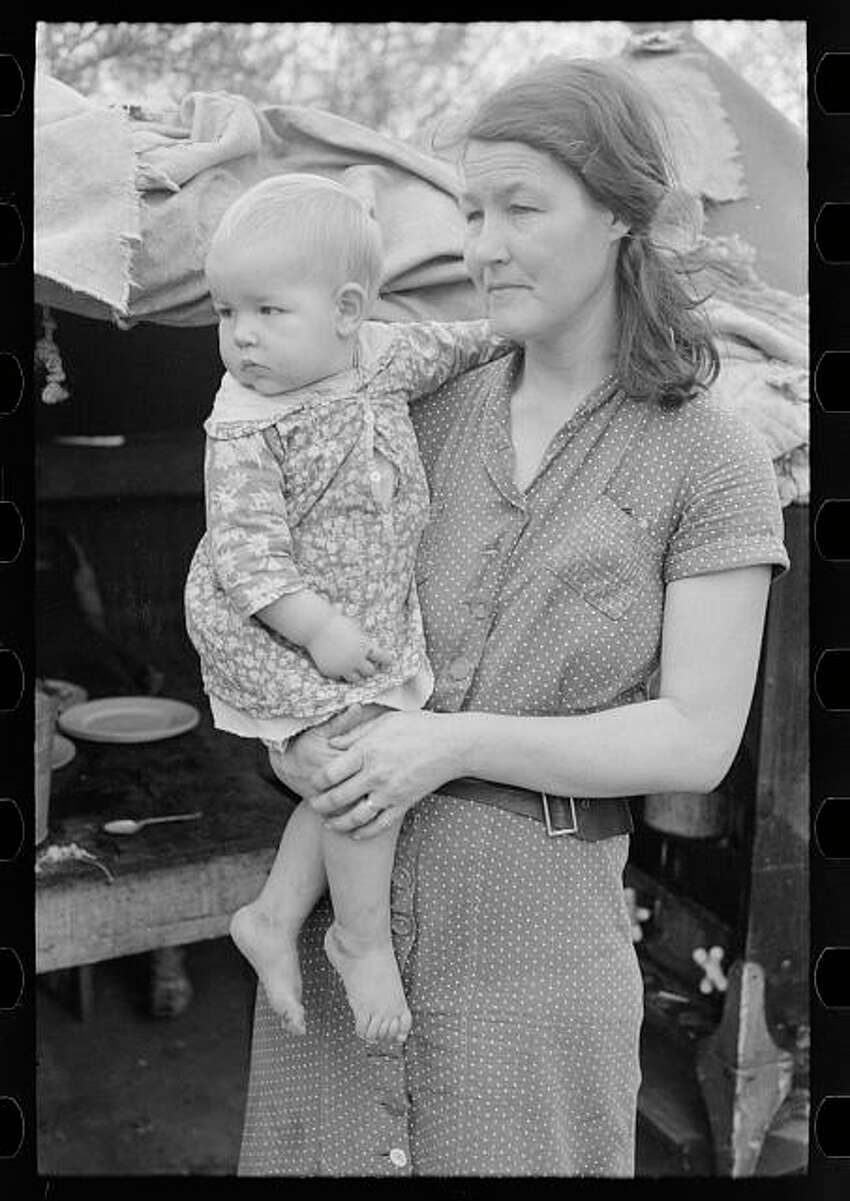 Mother and child, migrant workers, near Harlingen, Texas. Library of Congress