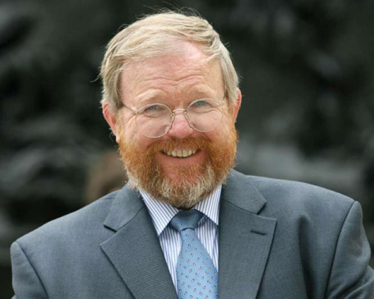Author Bill Bryson pokes fun at Brits, but they love him anyway.