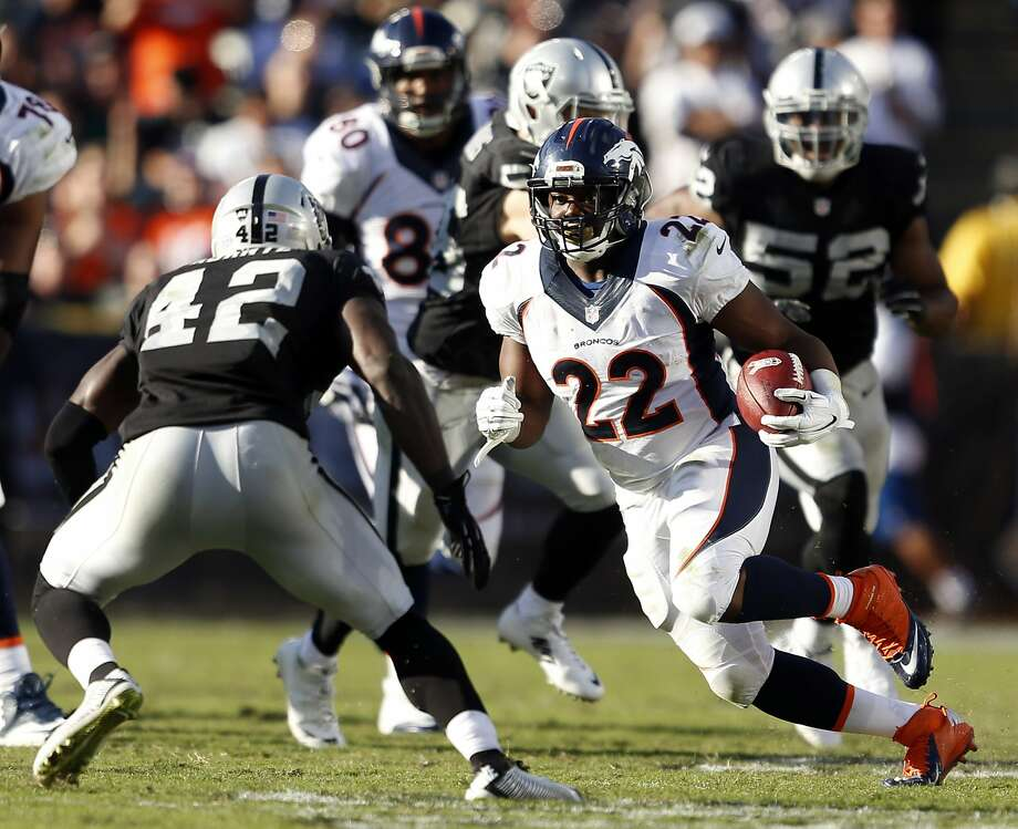 Denver Broncos' C.J. Anderson rushes in 3rd quarter of Broncos' 41-17 win over Oakland Raiders during NFL game at O.co Coliseum in Oakland, Calif., on Sunday, November 9, 2014. Photo: Scott Strazzante, The Chronicle