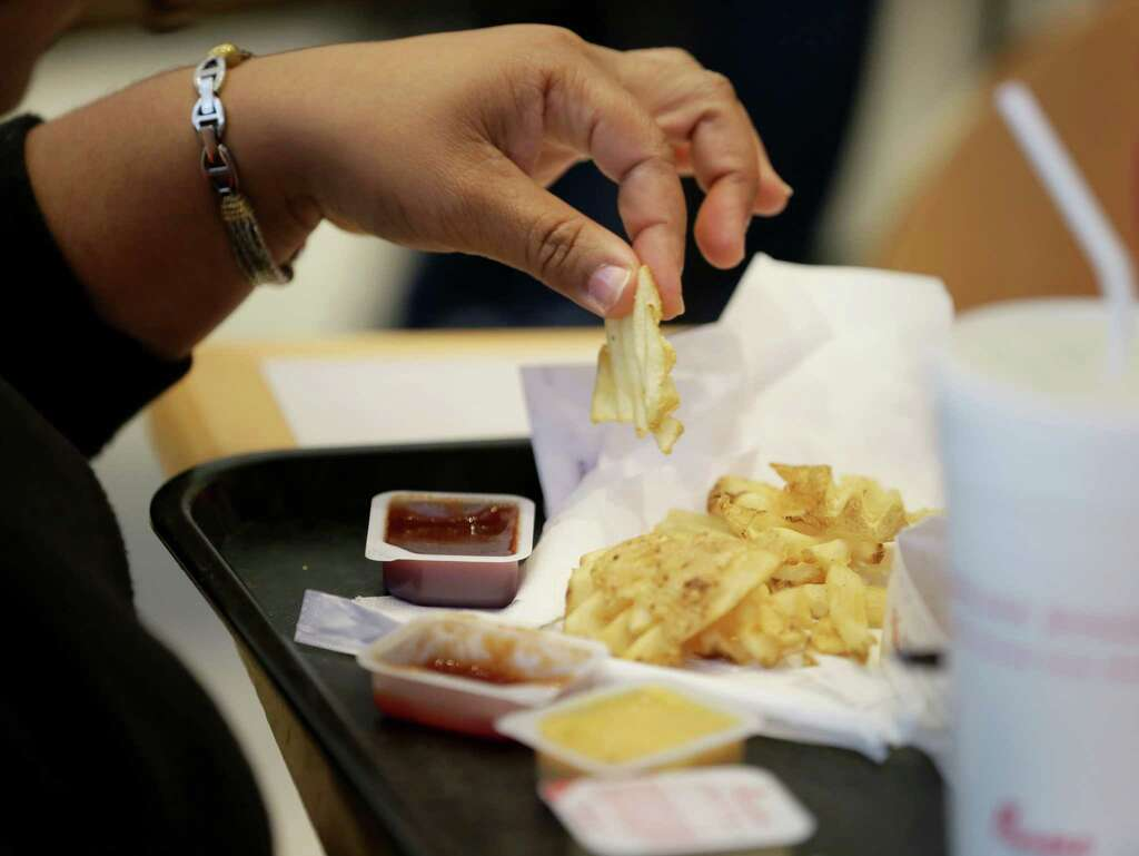 fast food in hospitals a weighty issue houston chronicle treynell gibson who works in health information management eats fries during her lunch break
