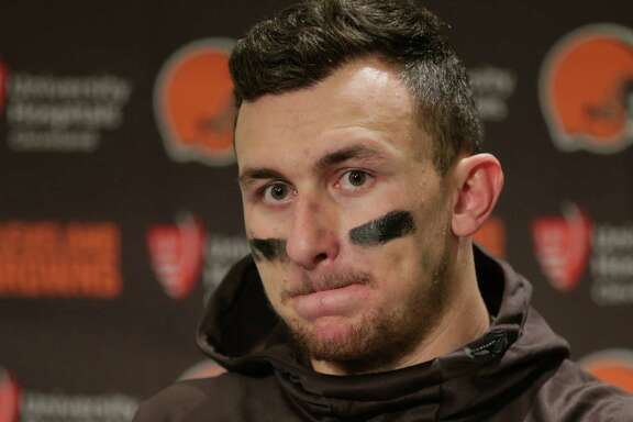 Cleveland Browns quarterback Johnny Manziel speaks with media members following the team's 30-13 loss to the Seattle Seahawks n an NFL football game, Sunday, Dec. 20, 2015, in Seattle.  (AP Photo/Scott Eklund)