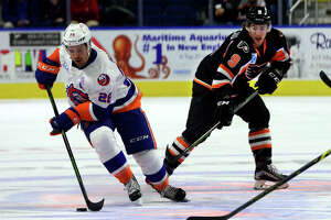 Kearns' first AHL hat trick leads Sound Tigers past Phantoms - Photo