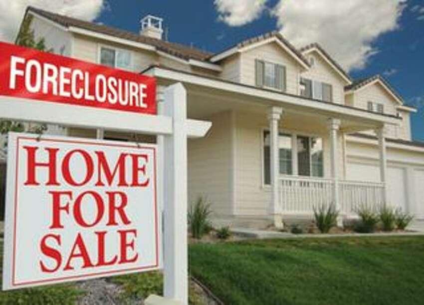 Foreclosures in Connecticut Connecticut statewide in 2015: 4,072 Connecticut statewide in 2014: 5,824 Source: CTData