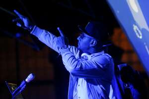 Pharrell fans 'Get Lucky' during Super Bowl concert - Photo