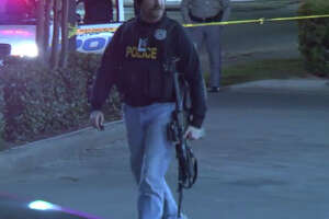 Police investigate officer-involved shooting at convenience store - Photo