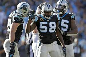 Broken arm won't keep Panthers' Davis off field - Photo