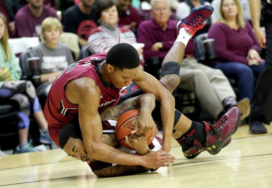 South Carolina's PJ Dozier, left, and Texas A&M's Anthony Collins fight for a loose ball in the first half. Photo: Sam Craft, FRE / FRE145148 AP