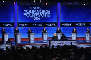 Social media chimes in during New Hampshire's Republican debate - Photo