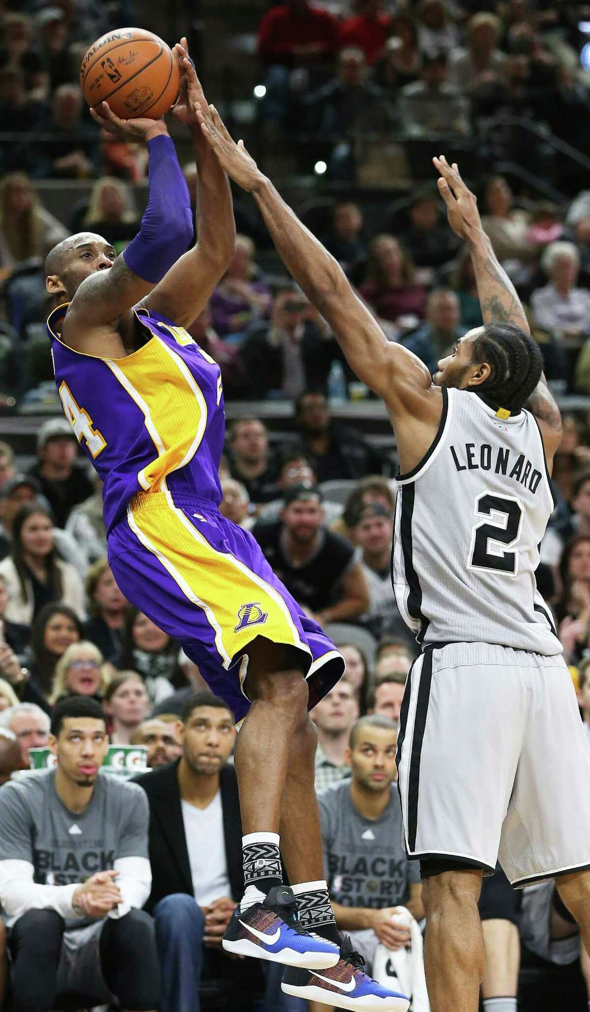 Kobe Bryant tries to squeeze a shot in from the corner against the pressure of Kawhi Leonard as the Spurs host the Lakers at the AT&T Center on February 6, 2016.