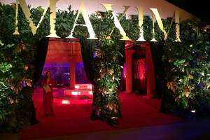 Maxim party draws 3,000 to Treasure Island - Photo