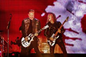 Metallica keeps its edge in ?Night Before? Super Bowl show - Photo