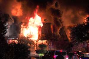 Fire destroys eight units at Northwest Side apartment complex - Photo