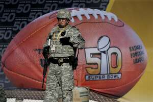 Super Bowl 50: Early arrivals find few hassles, sunny skies - Photo