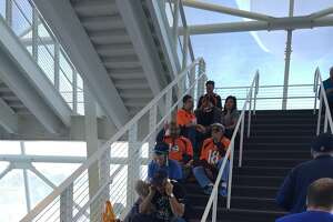 Stairway to shade: Super Bowl fans flee pregame heat - Photo