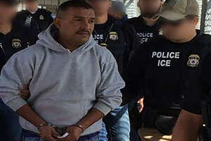 ICE agents deport Mexican man accused of murder - Photo