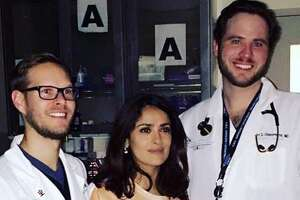 These doctors won the Internet after Salma Hayek had an accident shooting a new movie - Photo