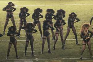 Beyoncé's dancers protest at Super Bowl - Photo