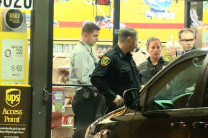 Clerk killed in store robbery in N. Houston - Photo