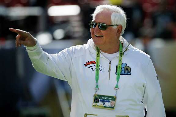 Wade Phillips, defensive coordinator for the the Denver Broncos, arrives before the NFL Super Bowl 50 football game against the Carolina Panthers, Sunday, Feb. 7, 2016, in Santa Clara, Calif. (AP Photo/Matt Slocum)