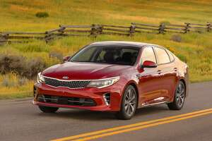 Kia updates the Optima sedan for 2016, with restyled exterior, more technology - Photo