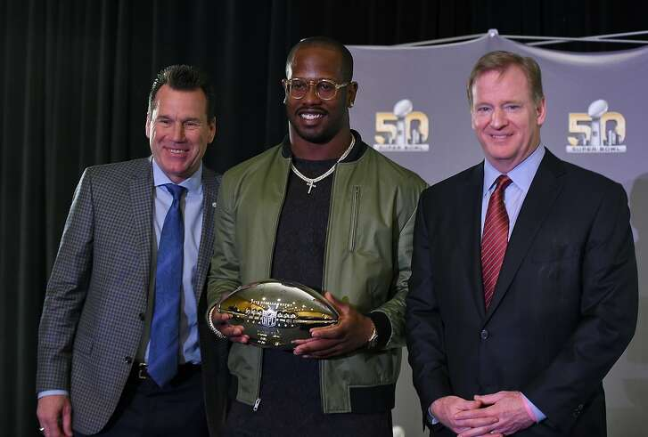 SAN FRANCISCO, CA - FEBRUARY 08:  Head coach Gary Kubiak of the Denver Broncos (L) and NFL commissioner Roger Goodell (R) poses with the Super Bowl 50 MVP Von Miller holding the trophy at the Moscone Center West on February 8, 2016 in San Francisco, California.  (Photo by Thearon W. Henderson/Getty Images)