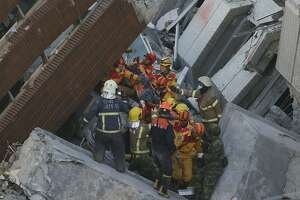 Survivors pulled out from building 2 days after Taiwan quake - Photo