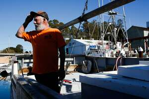 With crab season in limbo, fishermen line up for federal aid - Photo
