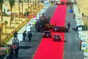 Giant red carpet for Egypt leader's motorcade sparks uproar - Photo