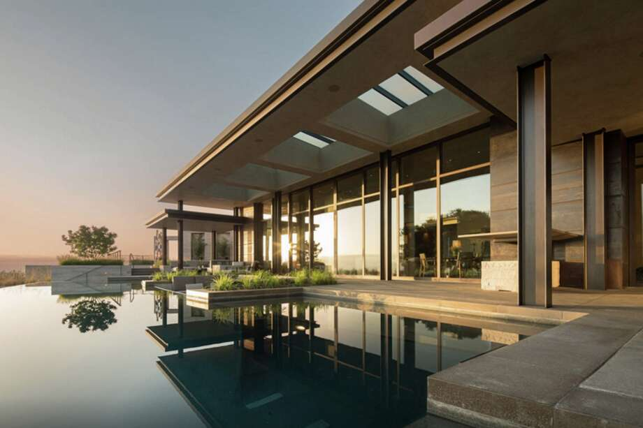 """The Los Altos Hills home is listed as a """"Contemporary Masterpiece."""" Photo: (Credit: Airbnb)"""