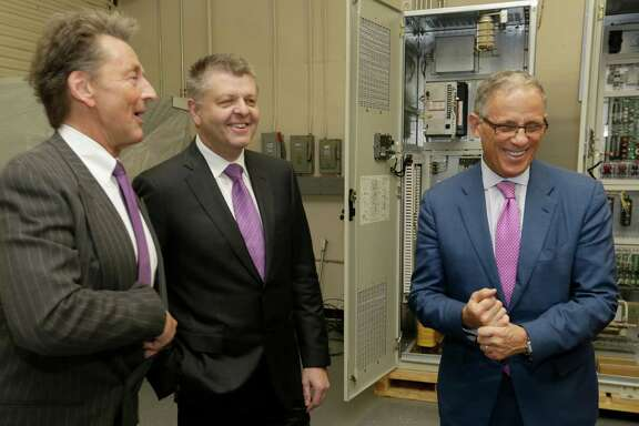 Ex-Im Chairman Fred Hochberg, right, tours HPI with its president, Hal Pontez, left, and its chief technology officer, Jerry Wheelwright.