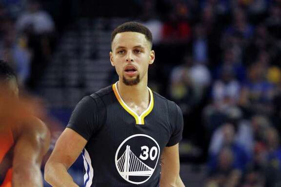 Golden State Warriors' Stephen Curry plays against the Oklahoma City Thunder during the second half of an NBA basketball game, Saturday, Feb. 6, 2016, in Oakland, Calif. (AP Photo/George Nikitin)