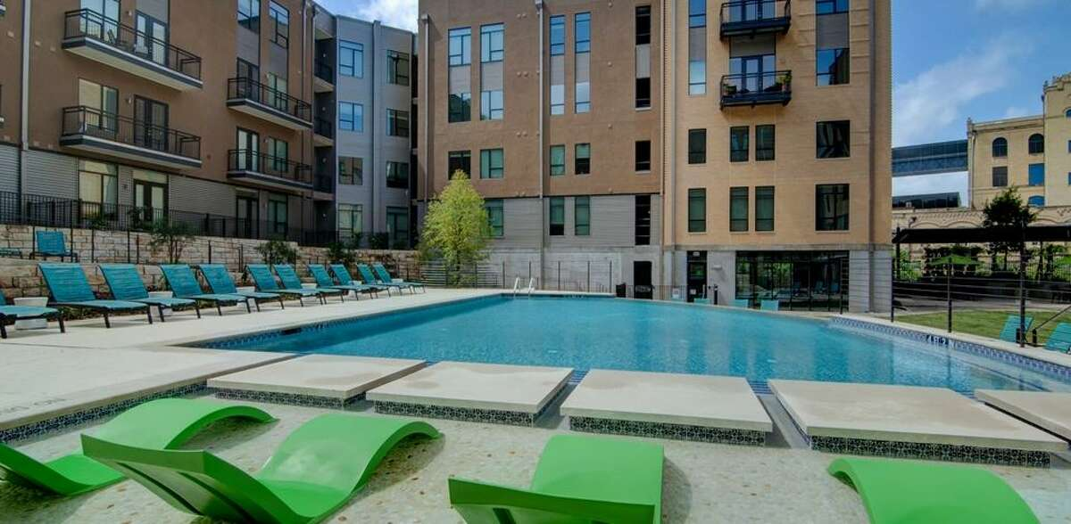 10. River House: 261 unitsLocation:DowntownRent: from $1,138/monthFeatures: Renters' clubhouse with kitchen and TV, infinity pool, off-leash dog park, fitness center