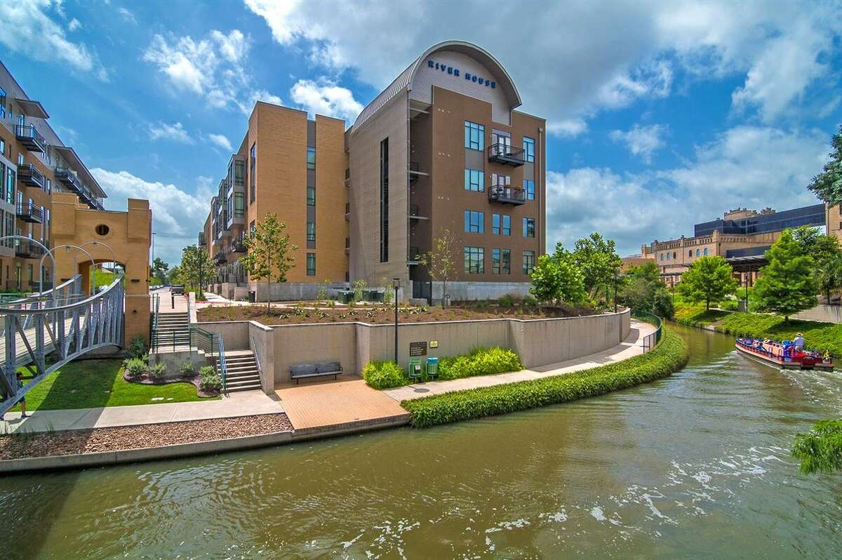 10.River House 261 unitsLocation:DowntownRent:from $1,138/monthFeatures:Renters' clubhouse with kitchen and TV, infinity pool, off-leash dog park, fitness center