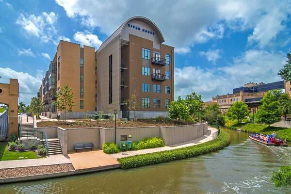 10. River House: 261 units Rent: from $1138/month Neighborhood: Downtown Features: Renters' clubhouse with kitchen and TV, infinity pool, off-leash dog park, fitness center