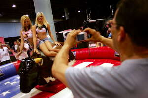 Texas mogul asks Dallas to block raunchy sex expo - Photo