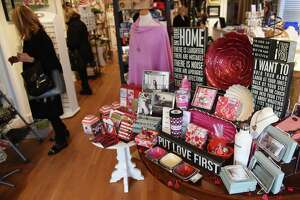 Timing of Valentine's Day concerns Greenwich retailers - Photo