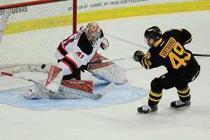 Hot rookie sinks Devils - Photo