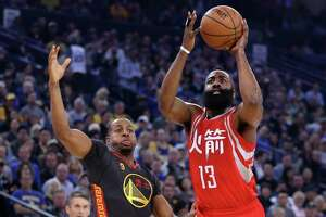 Rockets hang tough, but mighty Warriors pull away in 4th - Photo