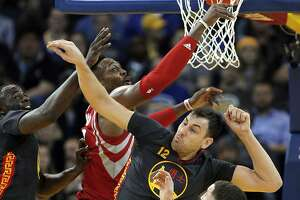 Andrew Bogut's defense leads Warriors to win over Houston - Photo