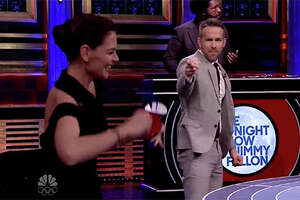 Katie Holmes crushes Ryan Reynolds in Musical Beers - Photo