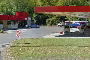 Armed, masked man robs Oxford gas station - Photo