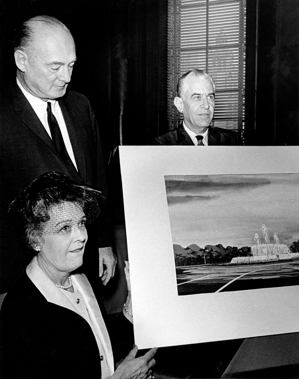 In September 1963, oilman John Mecom Sr. and his wife, Mary Elizabeth, left, announced their gift of the $100,000 fountain to the city of Houston. Architect Eugene Werlin stands behind drawing of his design.