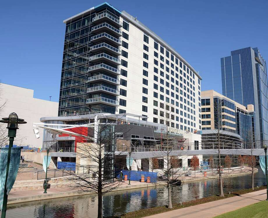 Work is nearly complete on the Westin The Woodlands hotel at 2 Waterway Square Place. Photo: David Hopper, Freelance / freelance
