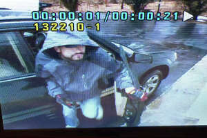 Police release image of daylight burglary suspect - Photo